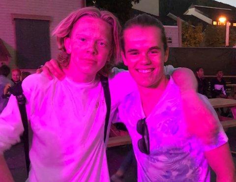 MILLIONGUTTA: Fredrik Berget (t.v.) og Amund Lillejordet i duoen Kurant fra Dokka har med låta «Nightmare 2019» passert over en million avspillinger på Spotify.