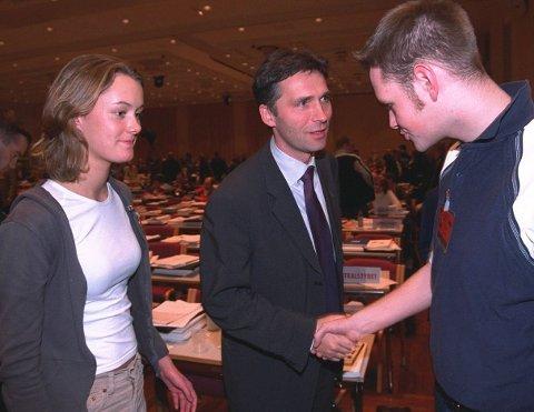 Stort: En ung Anette Trettebergstuen får hilse på Jens Stoltenberg i 1999.
