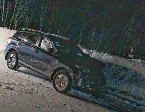 Bilen fikk store skader i fronten i sammenstøtet. Airbagene ble løst ut i sammenstøtet.