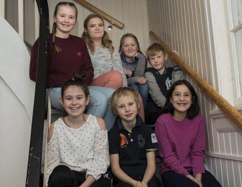 Skribenter: Steinsfjorden montessoriskoles elever som har vært med å skrive til skrivestafetten.