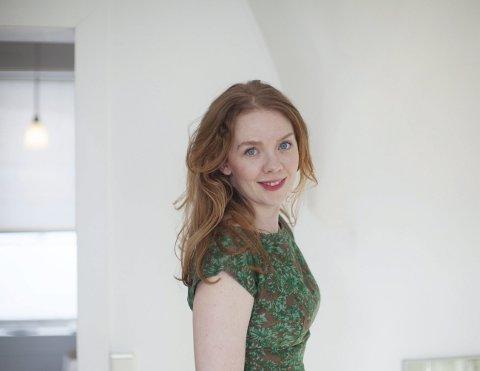 Har skrevet bok for barn om sosiale medier: Mina Lystad fra Rælingen mener sosiale medier-debatten trenger et friskt pust som både digger likes og som funderer på hvordan likes-jaget egentlig preger oss.
