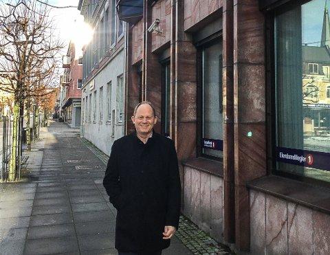 GÅRDEIER: Daglig leder i A/S Thor Dahl, Einar A. Sissener., eier mange forretningsbygg i Sandefjord, som sparebankbyggene i Jernbanealleen (kjøpt i januar 2018). – Vi har stor forståelse for den vanskelige situasjonen mange av våre leietakere har kommet i, sier Sissener.