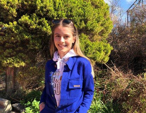 AMPUTERT RUSSETID: Maria Næss (18), som er russ ved Sandefjord videregående skole, forstår at ting blir avlyst på grunn av koronaviruset. Men hun synes det er kjedelig at russetida, som hun hadde gledet seg til lenge, blir så amputert.