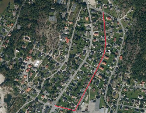 Myrstadveien, som går parallelt med Nye Tindlundvei, er merket med rødt. Politiet etterlyser vitneobservasjoner fra dette området. Nede, til høyre for Myrstadveien, ser du Tindlund barneskole.