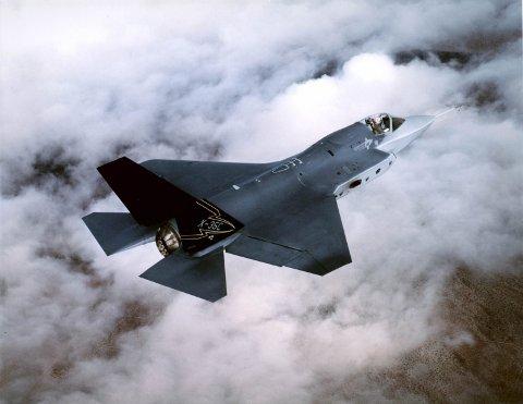 JAGERFLY: Amerikanske myndigheter ønsker å etablere en installasjon som skal sørge for at kampfly kan komme raskt på vingene for å reagere på trusler. Installasjonen skal kunne huse alle typer kampfly i Nato, men hovedsaklig F-15, F-16, F-22 og F-35, som er det nye kampflyet Norge er i ferd med å kjøpe fra USA. Foto: RUTERS/U.S. Air Force/SCANPIX