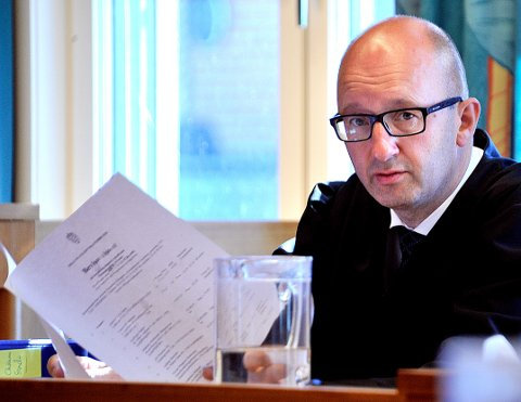 Advokat Gaute Nilsen er forsvarer for 51-åringen som i september må møte i Sarpsborg tingrett, der han er tiltalt for å ha voldtatt og mishandlet sin kone grovt gjennom nærmere 12 år.