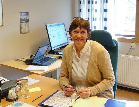 NØGD: Rektor Solveig Grøthe ved Lærdalsøyri skule kan gle seg over jamn kjønnsbalanse på søkjarlista.