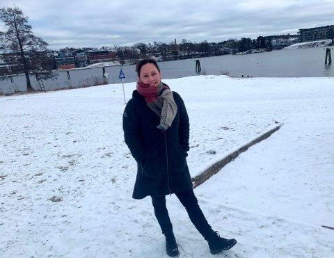 I OMRÅDET: Anette Tobiassen i Bakken vel er klar for den betydelige oppgraderingen av Bakkestranda. Den skal være ferdig i løpet av våren.