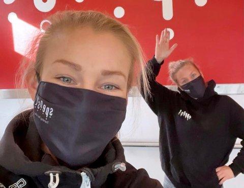 MUNNBIND: Stine Traen Hefre og Anja Øymo på Spenst Notodden er glad kommunen nå spesifiserer kravet om munnbind på trening.