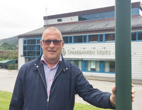 For fjerde år på rad kan daglig leder Finn Moe Stene i Sparebankstiftelsen Tingvoll juble over rekordstort utbytte fra Sparebanken Møre. Årets utbetaling ligger an til å bli på nærmere 17 millioner kroner.
