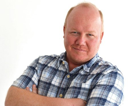 "Jan Erik Hvidsten er ansvarlig for Tønsbergs Blads boligmagasin. Han er også fast spaltist under vignetten ""Inni min bolig""."
