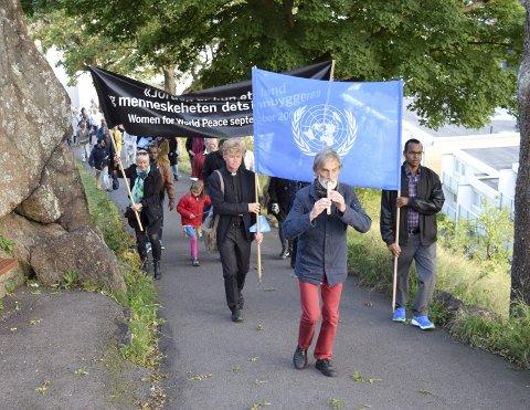FREDSDAGEN: I flere år har den vært markert i Tønsberg, men hvorfor er vi så få? spør artikkelforfatteren. Bildet er fra arrangementet for to år siden.