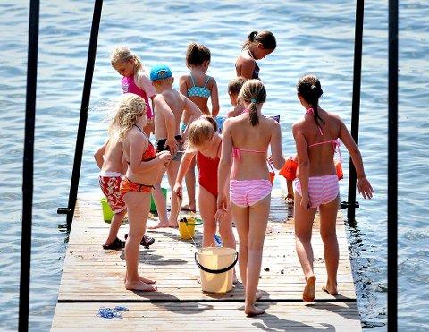 MER BADING: Sol, sommer og bading blir det trolig mer av til uka. Noe lavere temperaturer blir det, men fortsatt varmt og solfylt.