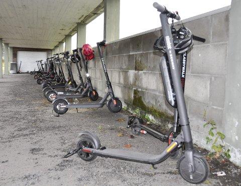 POPULÆRE: Mange bruker el-sparkesykler til- og fra skolen.