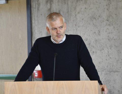 Ga et spark: Hans Fredrik Tangen (uavhengig) var blant annet opptatt av at FAU på Åmli skule burde få en egen  pengepott hvert år. Han mente Senterpartiet gikk i mot gode forslag fra opposisjonen, fordi de ikke hadde kommet med forslagene selv.  Arkivfoto