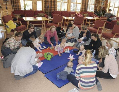 18 barn: I løpet av den drøye timen treffet varte, så var det 18 babyer og småbarn innom treffet på Frivilligsentralen på Vikatunet i Fagernes.