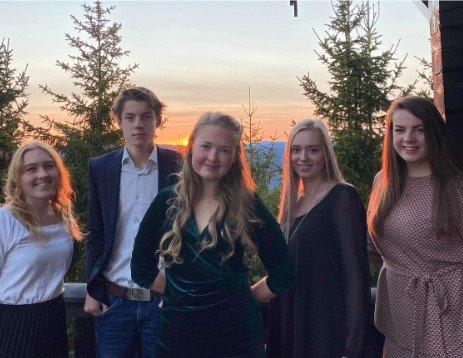 Øyer: Kristin Amrud (f.v.), Semon Harerusten, Marit Andrisdotter Kvam, Annine Stadsvold og Maren Raknerud.