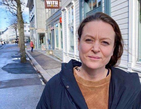 KREVENDE: Innehaver av tre kafeer i Tønsberg, Kjersti With, synes situasjonen er vanskelig, men gjør så godt hun kan for å opprettholde driften.
