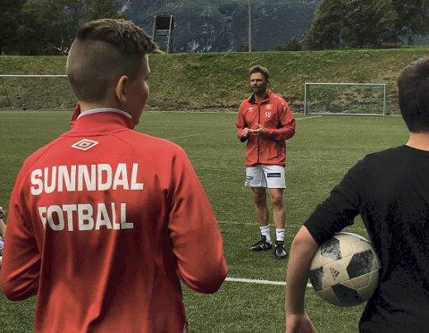 Trener: Sigbjørn Utne har lagt ned et stort arbeid i Sunndal idrettslag som fotballtrener.Foto: Privat
