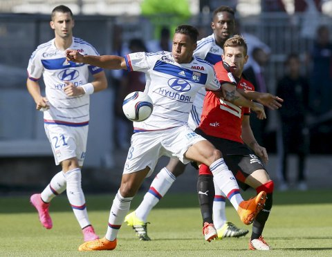 Olympique Lyon's Corentin Tolisso (2nd L) challenges Pedro Henrique (R) of Rennes during their French Ligue 1 soccer match at the Gerland stadium in Lyon, France, August 22, 2015.  REUTERS/Robert Pratta