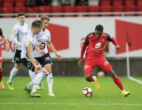 Det var i høstens kamp mellom Brann og Rosenborg på Stadion at en lighter og en snusboks ble kastet mot banen. (Foto: Arne Ristesund)