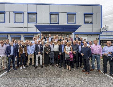 ER DET HER DET ER PARTY? 60 feststemte kvinner og menn er klar til «reunion» med gamle kolleger på Jan Andersen Eiendom på Råbekken. Før het firmaet Jan Andersen Papir Engros.