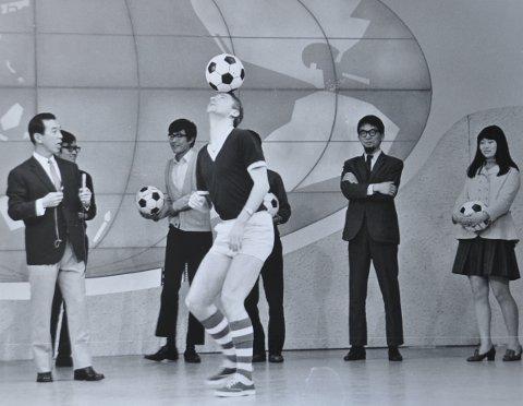 1969: Her fra et show i Tokyo med opptak til filmen «World Surprise Show», hvor Tore Hansen briljerte.