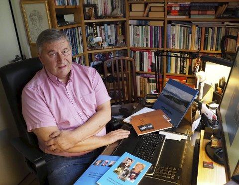 STARTET FORLAG: John-Henrik Johansen (77) startet eget forlag og gir ut bøker for å ta vare på lokalhistorien. I dag bor Taraldsvik-gutten i Oslo, der han bruker dagene som pensjonist på å skrive historier fra byen han flyttet fra som 19-åring. ALLE foto: Beate S. Larsen