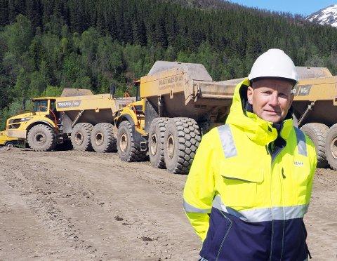 HAR NY DATO: Prosjektleder i Rema 1000, Hjalmar Larssen, forteller at man nå sikter seg inn på 1. mai som ny dato for oppstart av byggingen av matvarekjedens nye distribusjonslager på Herjangshøgda.