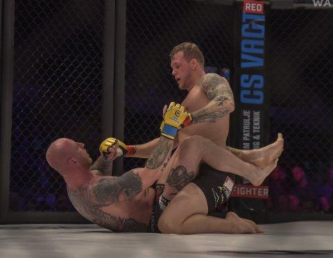 Bilder fra Marthin Hamlets femte MMA-kamp i Frederikshavn, Danmark 15. desember 2018. På stevnet cage Warriors Academy Denmark 2.