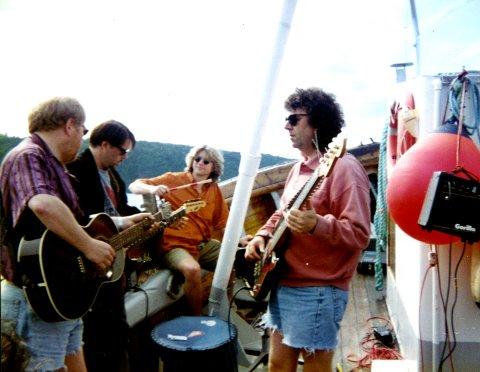 HELTER: 4 Små Grå var et av byens beste band - og til tider svært populære. Her (f.v.) Roy Grinde, Anders Herlofsen, Kaare Holm og Jan Bjørndal.