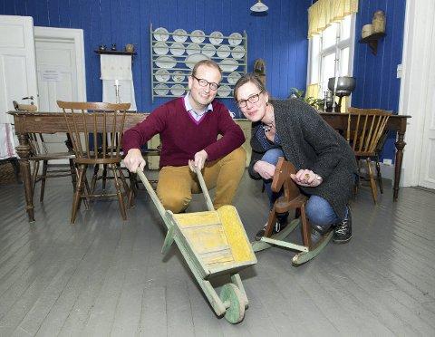 Vil ha lekene dine: Mona Holm og Bjørn Sverre Hol Haugen er på jakt etter   leker og gode historier til Kvinnemuseets utstilling. Bilder: Kjell R: Hermansen