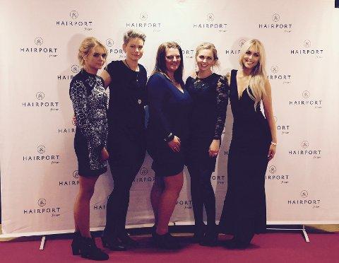 ÅRETS SALONG: Tanita Dahl (t.v), Helen Madsen, Tine Sæterholen, Ida H. Haugen og Veronica Løken mottok prisen lørdag. Camilla Løken var ikke til stede.