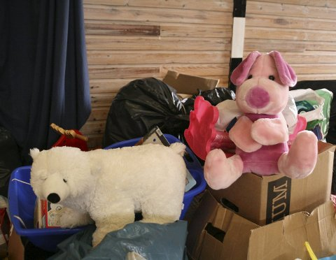 På vei videre: Kvitebjørn kong Valemon og Nasse Nøff er klare til å ligge i en ny armkrok og gi trøst til et utslitt barn fra Syria. ALLE FOTO: ANJA LILLERUD