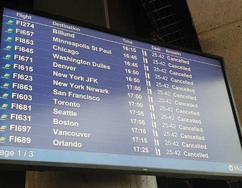 PÅ BAKKEN: Flyene ble satt på bakken på grunn av dårlig vær fredag. Det forårsaket en kraftig forsinkelse for reisefølget på veg vestover. Foto: Torgeir Lysholm Dybvig