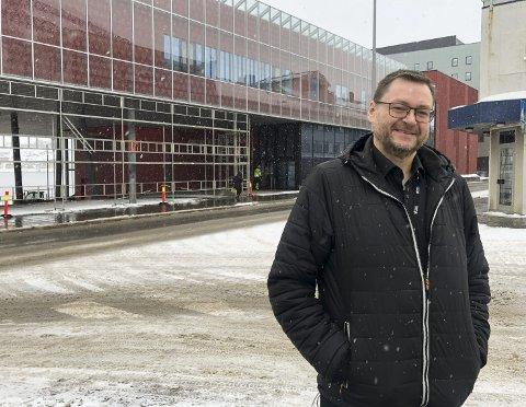 STAVERN: Virksomhetsleder for Kulturskolen i Hammerfest, Tom Løkken Antonsen, startet musikkarrieren i Stavern.