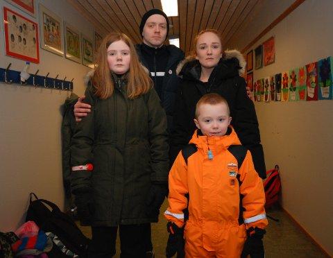 VIL IKKE PENDLE: Barna til May-Linn Aune Jonassen og Erik Bjønness-Hansen, Ella (11) og Axel (6), sier de vil gå på skole i Gamvik. De vil ikke skyesses til Mehamn. Og foreldrene er klare på at det skal de slippe.
