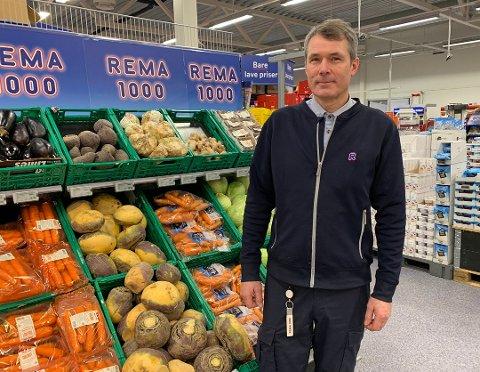 GOD DESEMBER: Idar Jensen  og Rema 1000 er en av flere butikker i Nordkapp som opplevde omsetningsvekst i desember.