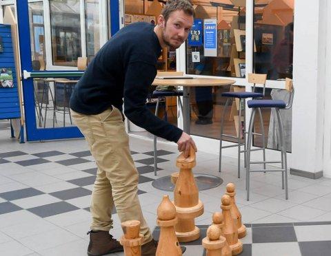 VIL IKKE VÆRE MED PÅ ET ULOVLIG VEDTAK: Vegar Einvik Heitmann er glad administrasjonen nå har bestemt seg for å legge ut sykehjemsplassene kommunen trenger på anbud.