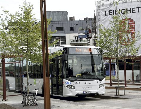 VENTETID: Passasjerer og bussjåfør måtte vente på ny buss fra Tønsberg da alkolåsen skapte problemer. (Illustrasjonsfoto)