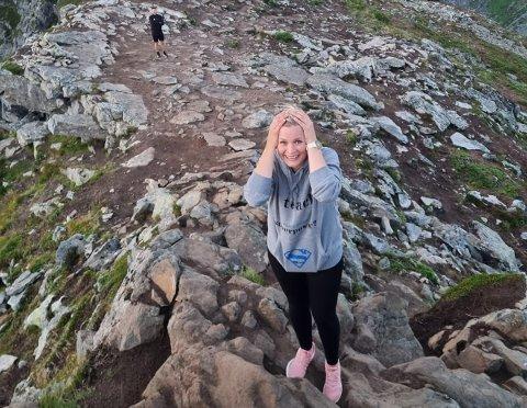 Christin Skaanes Fredriksen ble overrasket med frieri på toppen av Festvågtinden 7. august.