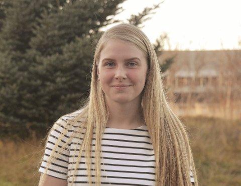 Kretsmester: Rebekka Paulsen går andre året studiespesialisering på Vest-Lofoten videregående skole. I år ble hun kretsmester med J16 i Leknes fotballklubb.