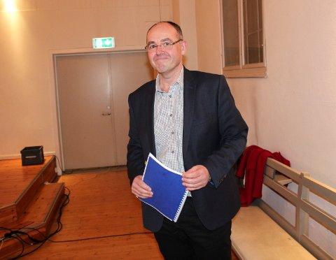 LA FRAM: Dag Robertsen presenterte kontrollrapporten om omsorgstjenestene for bystyret.
