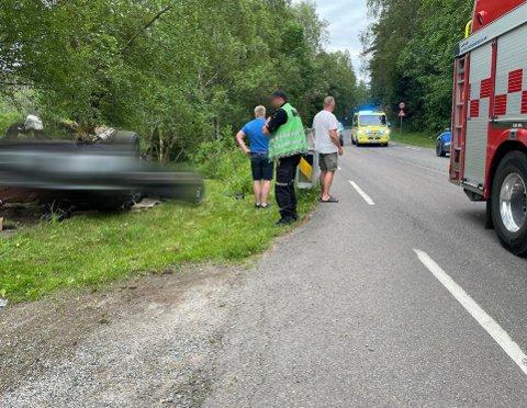 UTFORKJØRING: En bil havnet på taket på Gamle Mossevei torsdag kveld.