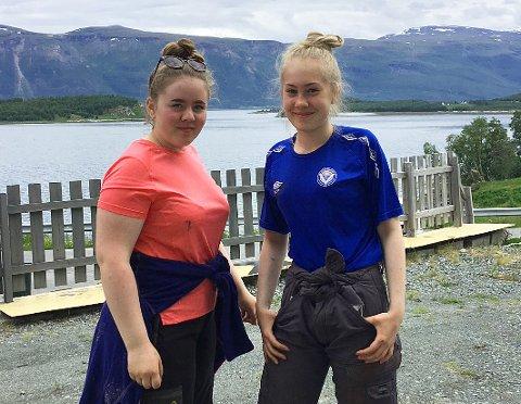 SIKRET JOBB: Embla Ballovarre (16, tv), Thea Fyhn (15) og alle andre ungdommer i Lyngen er garantert sommerjobb gjennom kommunen.