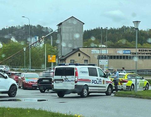 FLERE PATRULJER: Politiet måtte i sving da de fikk inn en video av det som skjedde på stedet.