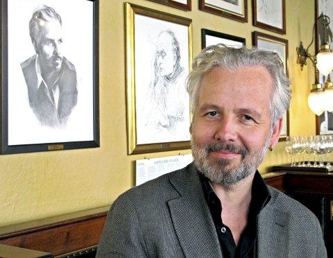 STAMGJEST: Alle som har portrettet sitt på veggen i Theatercafeen, får særbehandling, og Ari Behn har vært stamgjest både før han ble kastet ut og etter at han ble gjeninntatt i det gode selskap. Foto: Sven Otto Rømcke