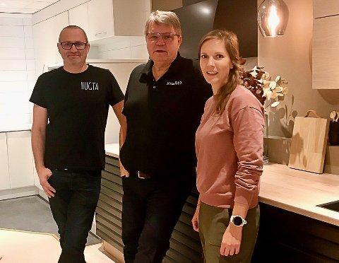 Tom Breivik (t.v.) og Marit Romfo i Hugta har inngått samarbeid med Jens Petter Nygård og Nygård Kjøkken.