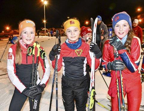 LENGE: 11-åringene Mie Steinmo (t.v.), Ane Stormdalshei og Tamara Joelsen i Bossmo & Ytteren IL elsker langrenn og ser for seg å holde på lenge. Foto: Gøran O. Pedersen