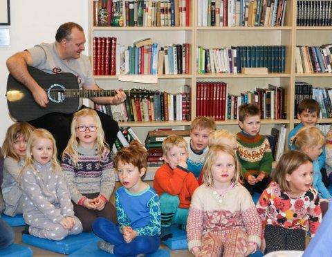 """De fleste barna likte best å synge """"Tyven, tyven""""."""